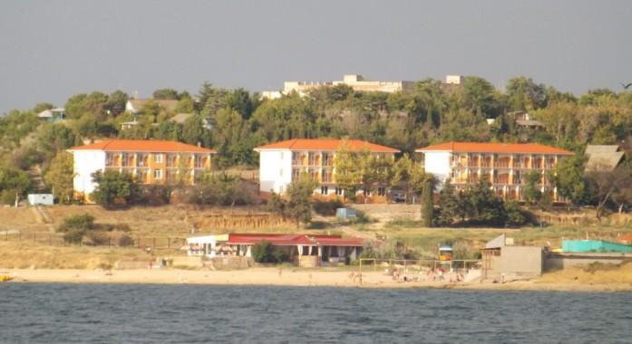 Вид на пляж из гостиницы в Севастополе